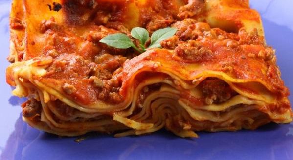 Rajčatové lasagne se šunkou a s citronovým pestem