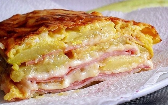 Cuketové lasagne se sýrem, šunkou a vajíčkem