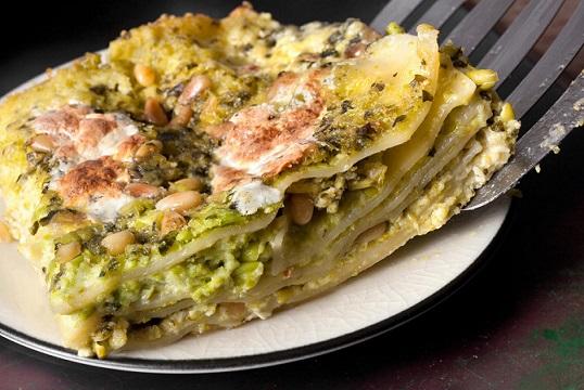 Lasagne s bazalkovým pestem a hráškem