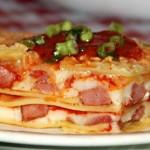 Lasagne se šunkou a uzenou klobásou